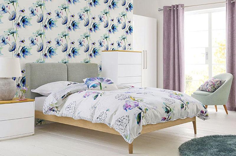Fototapeta do sypialni z deseniem kwiatowym
