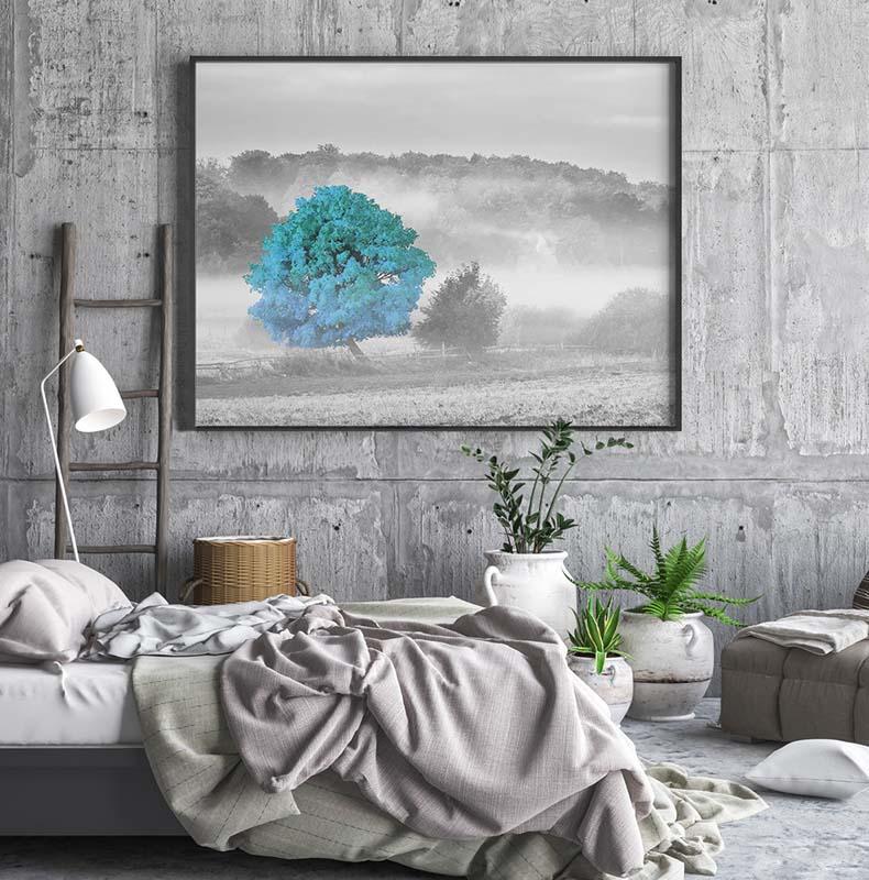 Obraz czarno-biały z turkusowym akcentem - drzewo