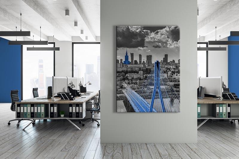 Obraz czarno-biały z niebieskim akcentem - Miasto Warszawa