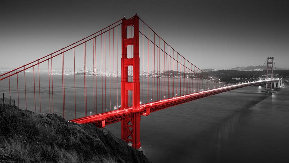 Fototapeta Fotografia czarno-biała z czerwonym akcentem - Golden Gate Bridge