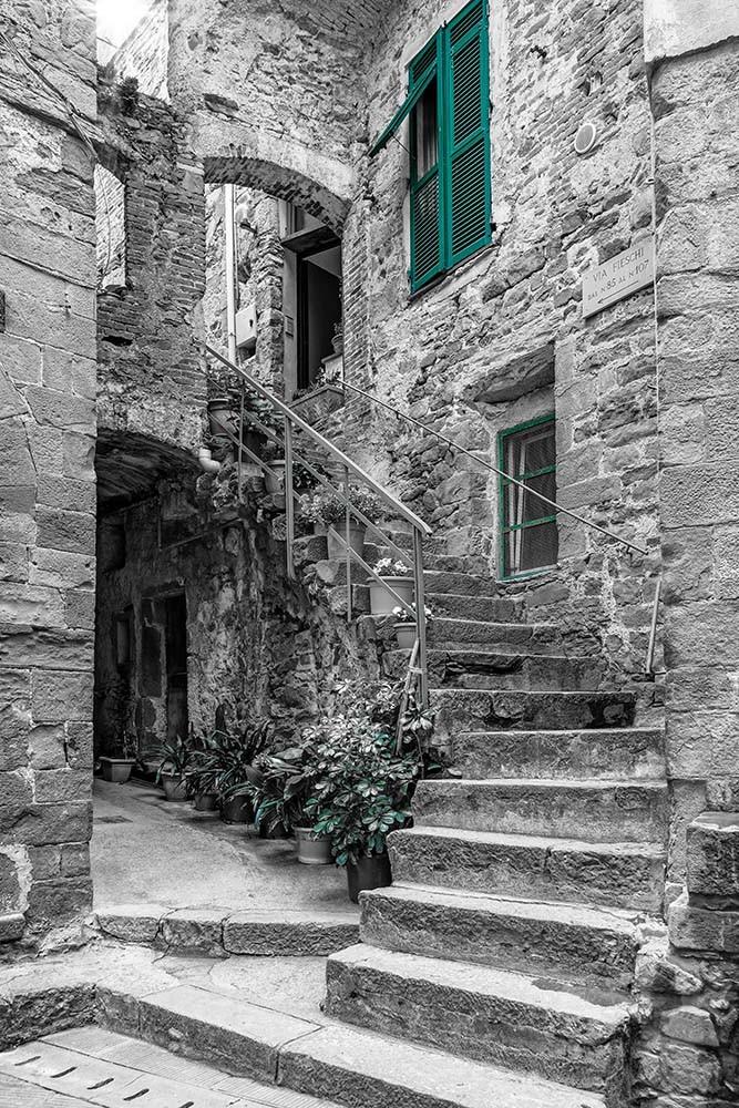 Fototapeta Czarno białe z kolorem Fotografia czarno-biała z turkusowym akcentem - Schody do domu