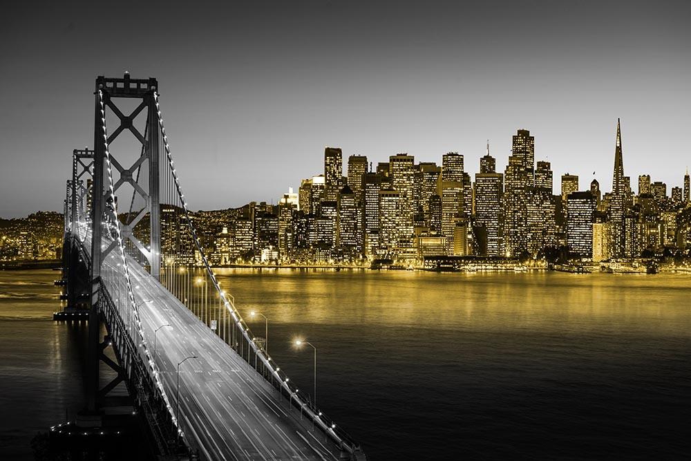 FototapetaFotografia czarno-biała z żóltymi elementami - Most w San Francisco