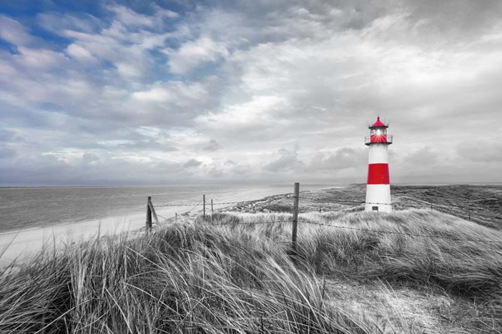 FototapetaFotografia czarno-biała z kolorowym akcentem - Latarnia morska