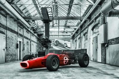FototapetaFotografia czarno-biała z czerwonym samochodem