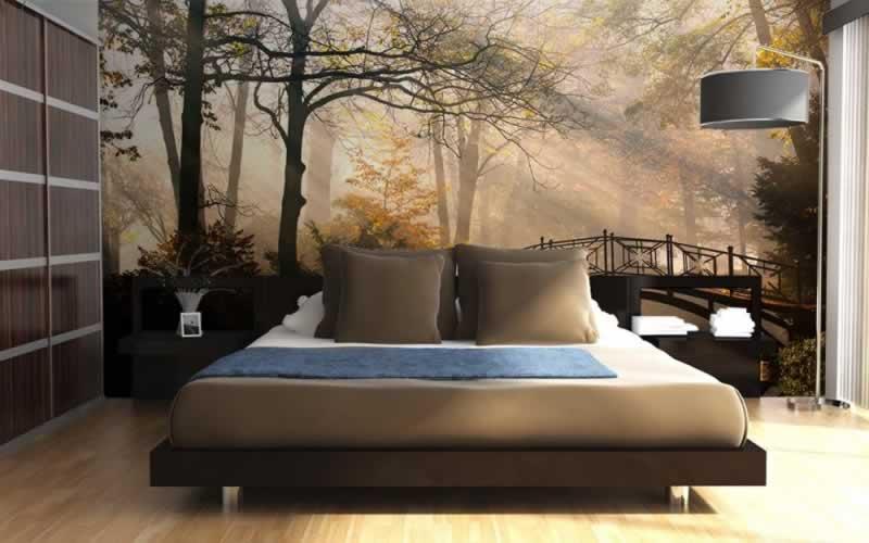 Fototapeta do sypialni przedstawiająca stary most w parku jesienią porą