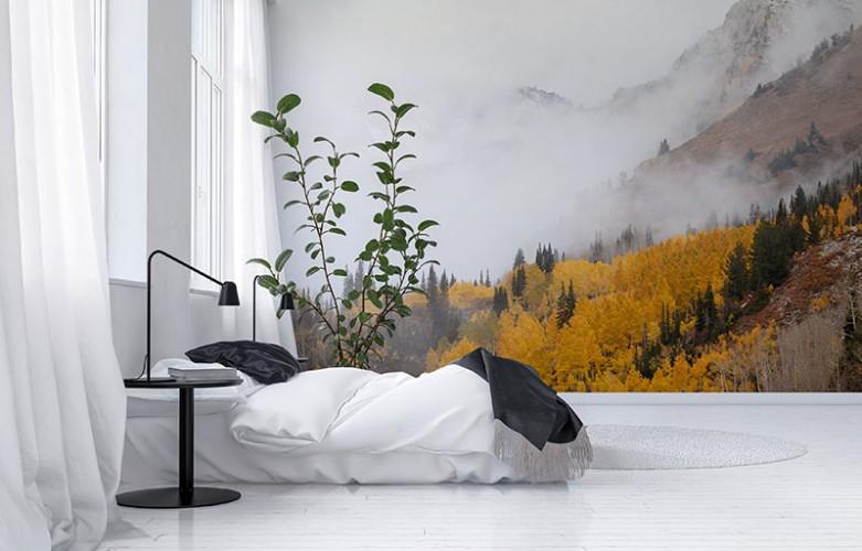 Fototapeta z lasem we mgle w górach