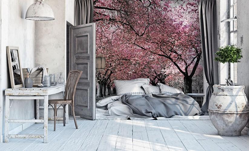 Fototapeta z aleją drzew w czerni i bieli z różowym akcentem