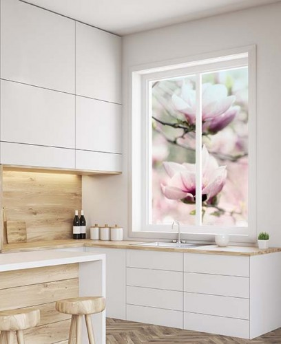 Naklejka witrażowa z magnolią na okno w kuchni