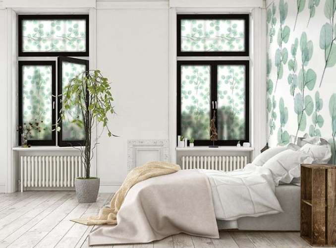 Naklejka witrażowa na okno z zielonymi liśćmi