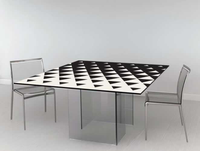 Naklejka na stół z czarno-białym wzorem