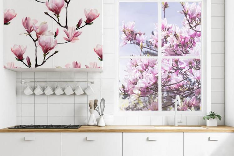 Naklejka na szybę w oknie kuchennym - Kwitnąca magnolia
