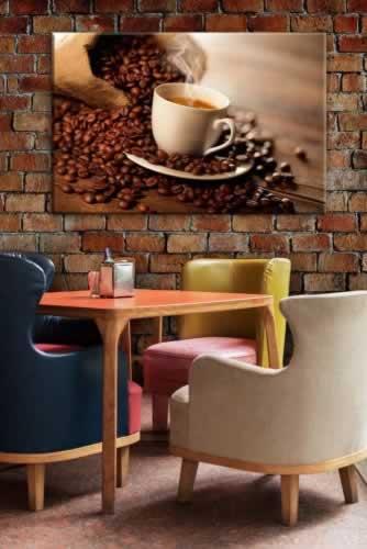 Obraz na płótnie z motywem filiżanki i rozsypanych ziaren kawy