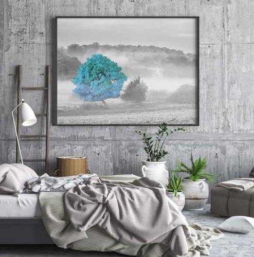 Obraz na płótnie czarno-biały z turkusowym akcentem - Samotne drzewo