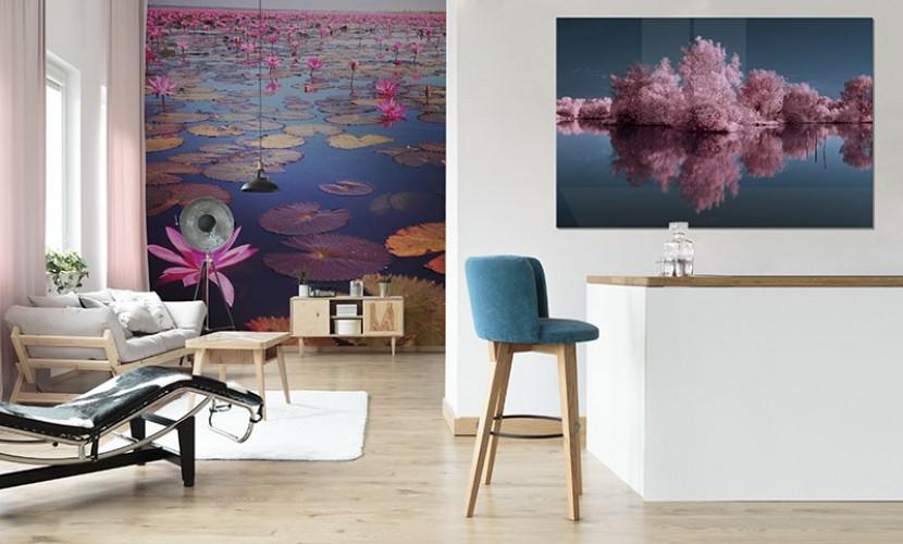Obraz na szkle z różowymi drzewami nad jeziorem