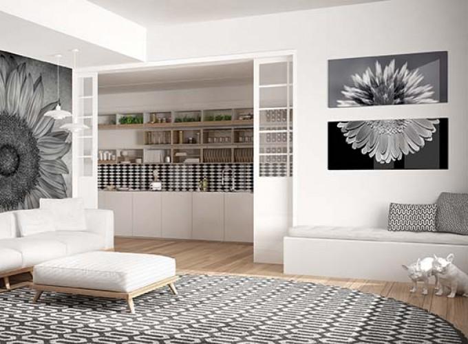czarno-biały obraz na szkle z kwiatami do salonu