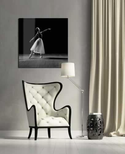 Obraz na szkle Czarno-biały portret baletnicy w tańcu