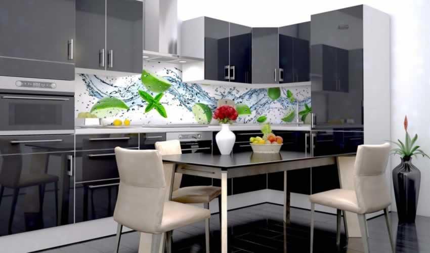 Panel szklany do kuchni z limonkami oblane wodą