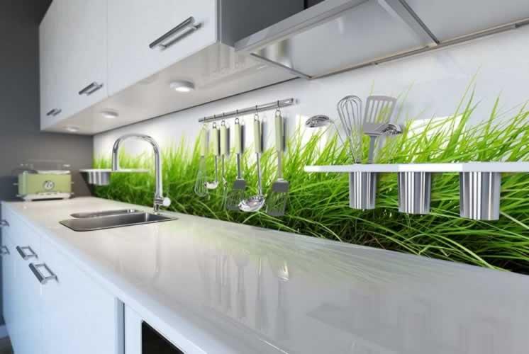 Panel szklany do kuchni z motywem trawy