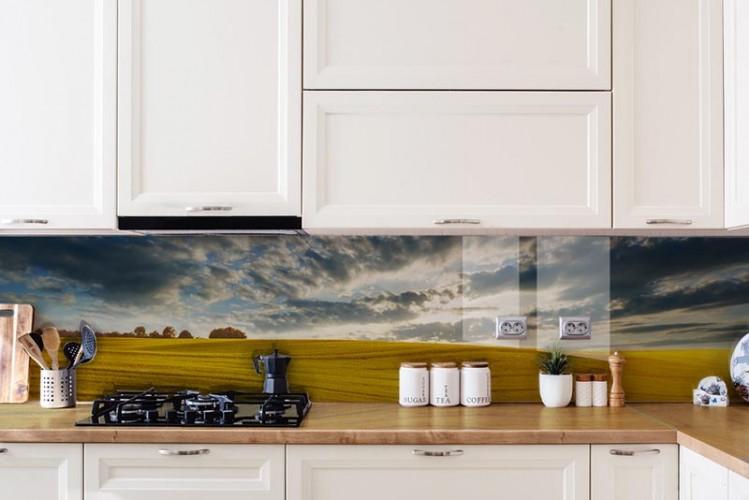 Panel szklany do kuchni z wiejskim krajobrazem