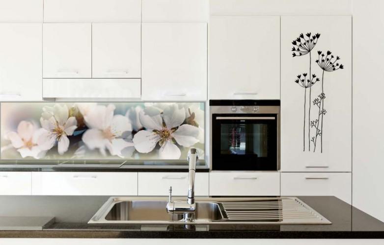 Panel podświetlany LED między szafkami kuchennymi - Kwitnące kwiaty
