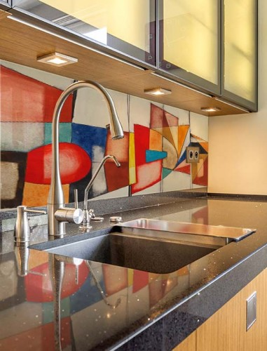 Panel szklany z kolorowym abstrakcyjnym wzorem