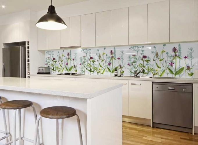 Panel szklany do kuchni z motywem kwiatów i roślin