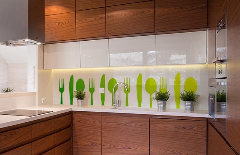Panel szklany ze sztućcami do kuchni