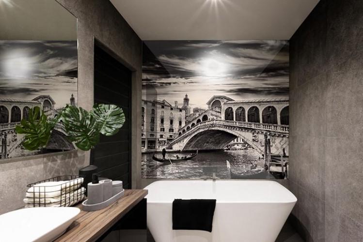 Panel szklany do łazienki - Wenecja w kolorze czarno-białym