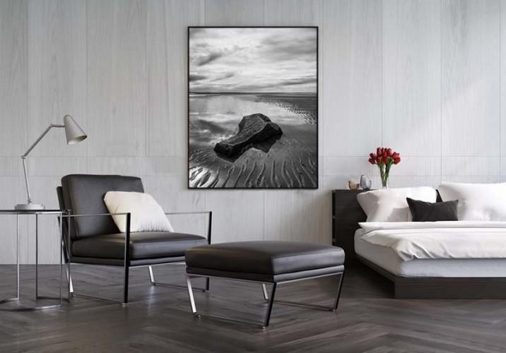 Plakat czarno-biały z kamieniem