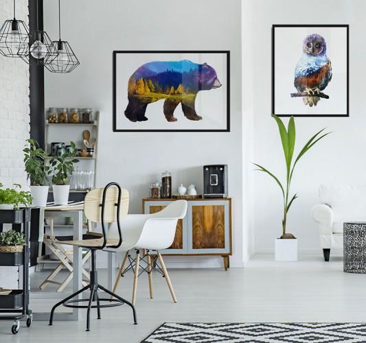 Plakat z krajobrazem górskim wpisany w sylwetkę niedźwiedzia