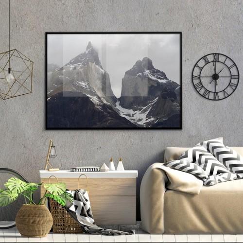 Plakat z górskim pejzażem do loftowego wnętrza.