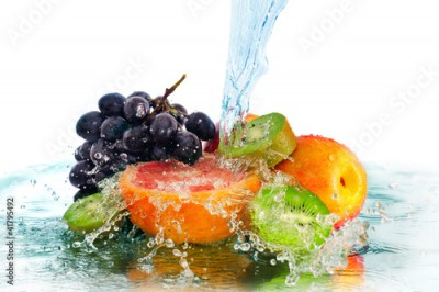 Obraz na Szkle fruit in a spray of water