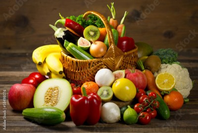 Obraz na Szkle Fresh, organic vegetables and fruits in the basket