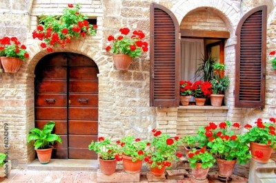 Obraz na Szkle Italian house front with colorful potted flowers