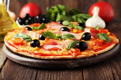 Obraz na Szkle Delicious fresh pizza on brown wooden background