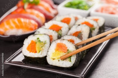 Obraz na płótnie sushi pieces with chopsticks