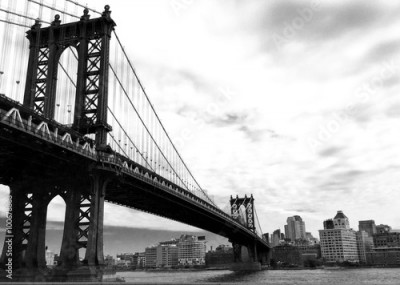 Obraz na Szkle manhattan bridge and the city in black and white style