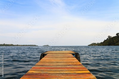 Obraz na Szkle Wooden dock on a lake