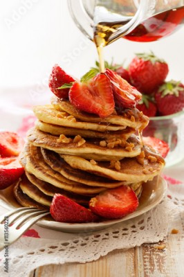 Obraz Pancakes with fresh strawberries, maple syrup and caramel topping