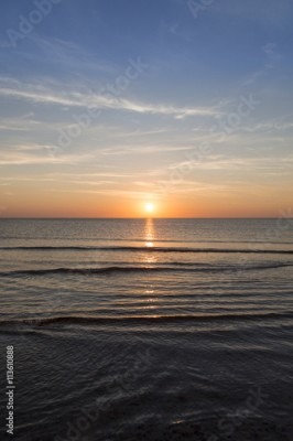 Plakat ocean landscape with sunset for backgrounds