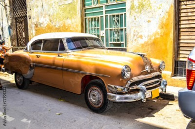 Fototapeta American and Soviet cars 1950 - 1960 from Havana.