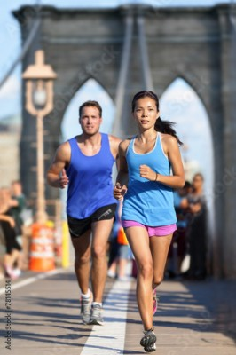Fototapeta New York runners running on Brooklyn bridge NYC