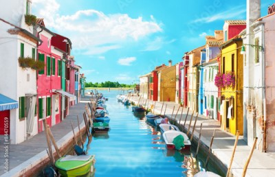 Fototapeta Narrow canal and colorful houses in Burano, Italy.