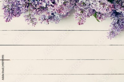 Panel Szklany Lilac flowers on vintage wooden background. Top view, copy space