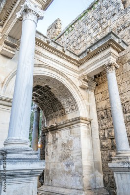 Obraz Arch and comlum at Hadrian's gate