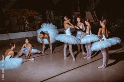 Fototapeta The seven ballerinas behind the scenes of theater